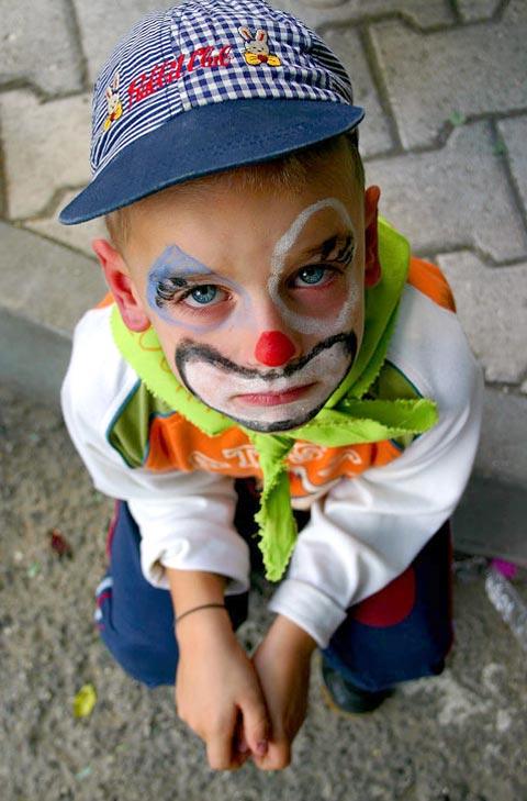 Risadinhas de mau gosto, apelidos, cochichos, xingamentos podem provocar danos irreparáveis pelo resto da vida (Foto: Arquivo/Nominuto.com)