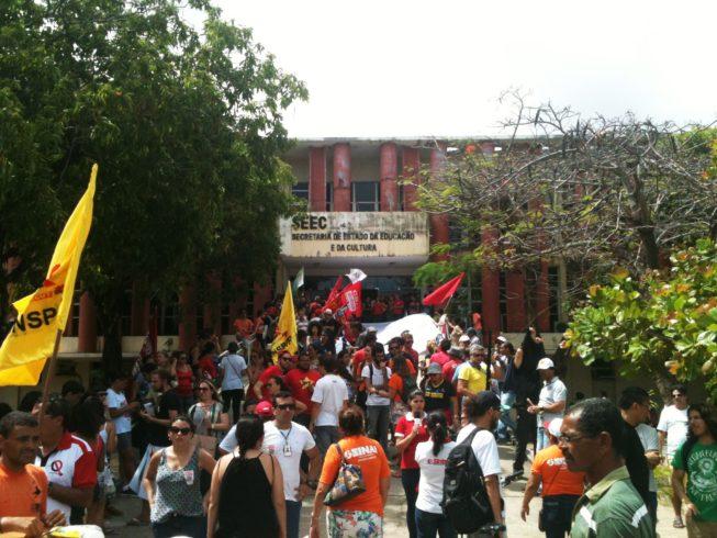 Ato de solidariedade aos(às) estudantes que ocupam a Secretaria Estadual da Educação e da Cultura do RN (Foto: Isaac Ribeiro)