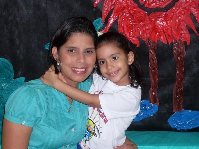 Samara Emilly Vidal de Oliveira recorda que sempre visitava a Cidade da Criança nas férias, e espera poder apresentar o local à sua filha Samilly (Foto: Arquivo familiar)